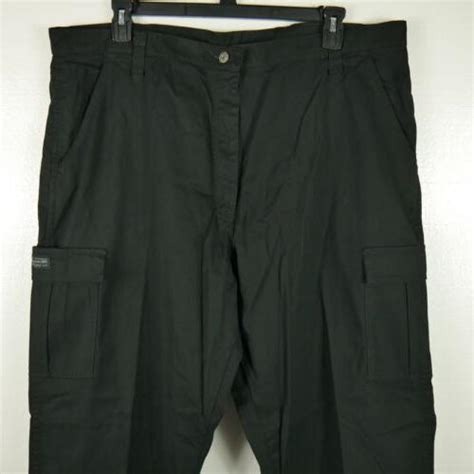 NWT WRANGLER TWILL CARGO RELAXED FIT STRAIGHT LEG