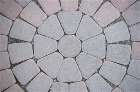 How to Calculate Pavers for a Half Circle | Home Guides