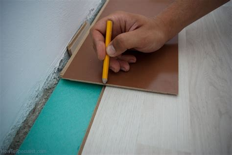 How to cut laminate flooring lengthwise   HowToSpecialist