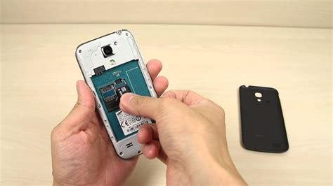 How to insert and remove the Micro SD card on Samsung